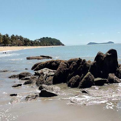 Trinity Beach Southern End rocks